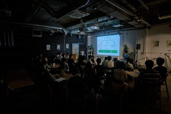 永田町GRiDで開催した『ファクトフルネス』の読書会の様子。