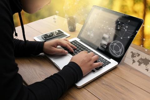 one photo/Shutterstock.com