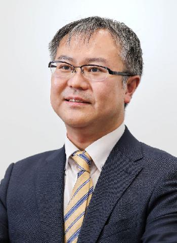 天津佳之(あまつ・よしゆき)1979年静岡県伊東市出身、大正大学文学部卒業。書店員、編集プロダクションのライターを経て、現在は業界新聞記者。大阪府茨木市在住。